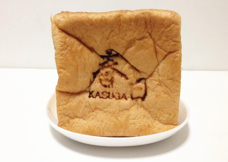 「食パン工房 春日」の食パン 焼き印