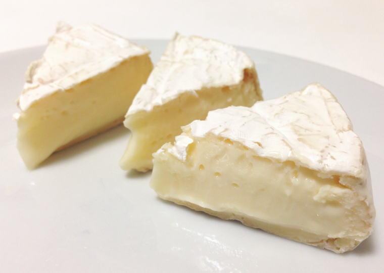 『くろまつない カマンベールチーズ』 切ってみた